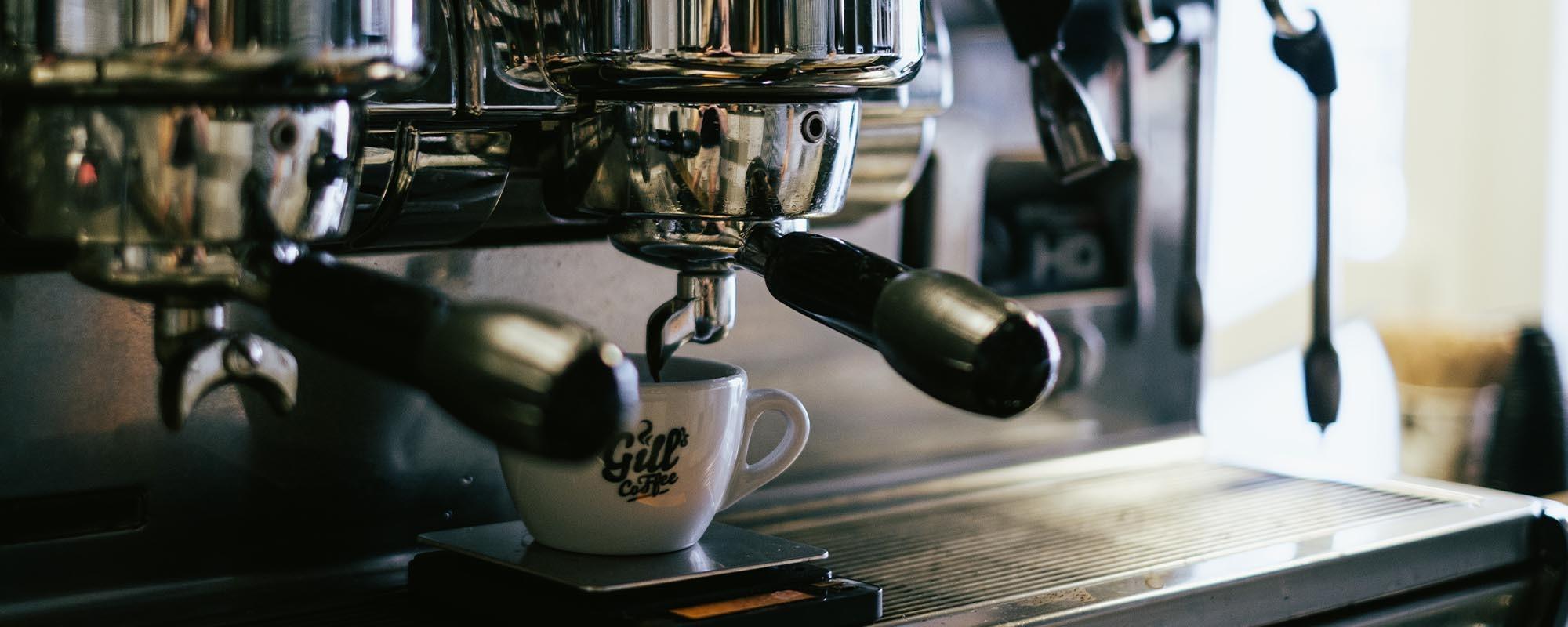 Vychutnejte si naší kávu od našich profesionálů